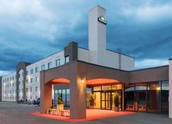Days Inn & Conference Centre by Wyndham Cranbrook - Cranbrook - Building