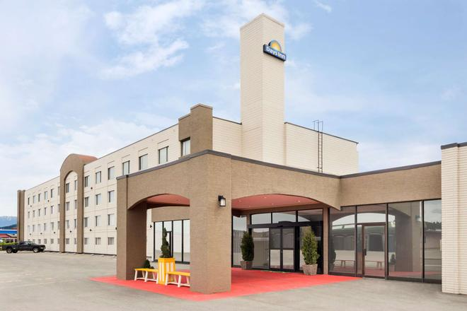 Days Inn & Conference Centre by Wyndham Cranbrook - Cranbrook - Building