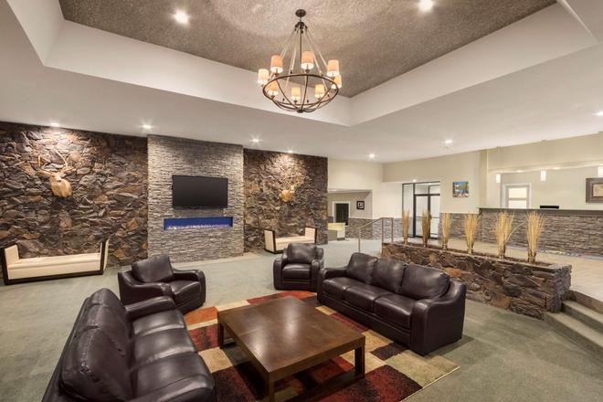 Days Inn & Conference Centre by Wyndham Cranbrook - Cranbrook - Lobby