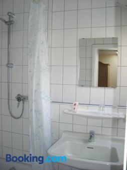 Gasthaus Kellerer - Raubling - Bathroom