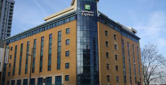 Holiday Inn Express London - Stratford - London - Building