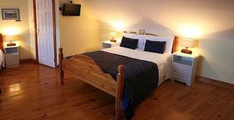 Mc Carthy's Lodge & Bar - ווסטפורט - חדר שינה