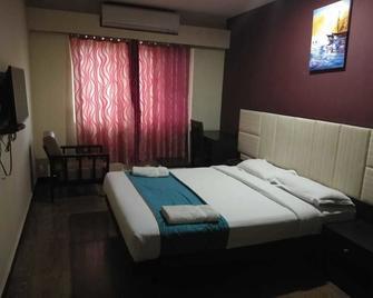Hotel Grand Plaza - Srīperumbūdūr - Bedroom