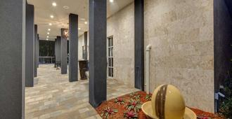 Hampton Inn Miami-Coconut Grove/Coral Gables - Miami - Building