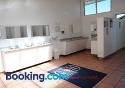 Blenheim Top 10 Holiday Park - Blenheim - Bathroom