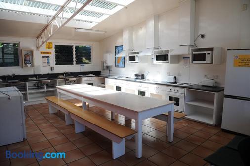 Blenheim Top 10 Holiday Park - Blenheim - Kitchen