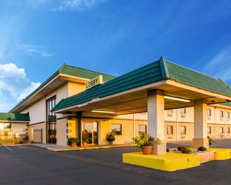 Quality Inn & Suites - Salina - Building
