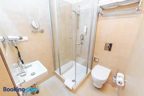 Hotel Biograf - Písek - Bathroom