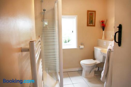 Sheephouse Manor - Maidenhead - Bathroom