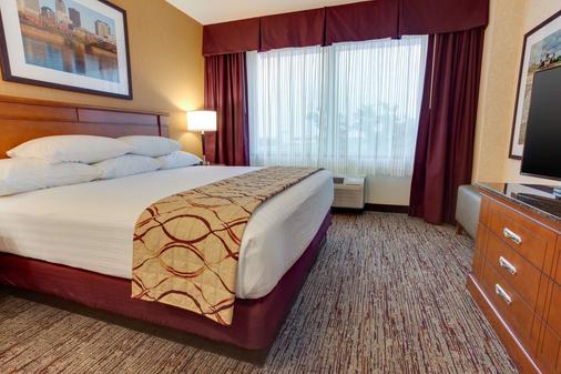 Drury Inn & Suites West Des Moines - West Des Moines - Bedroom