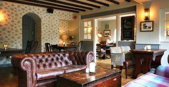 The Princess Royal - Farnham - Living room