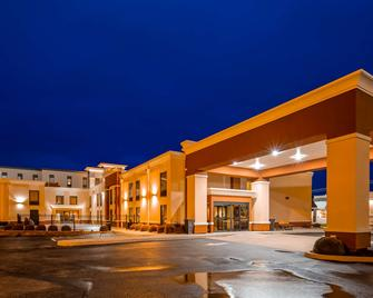 Best Western Plus Parkway Hotel - Alton - Building
