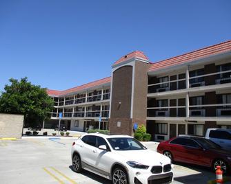 SureStay Hotel by Best Western Buena Park Anaheim - Буена-Парк - Building