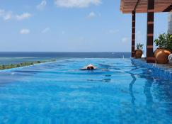 آرينا بيتش هوتل - مافوشي - حوض السباحة