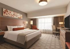 Radisson Hotel and Conference Center Calgary Arpt - Calgary - Bedroom