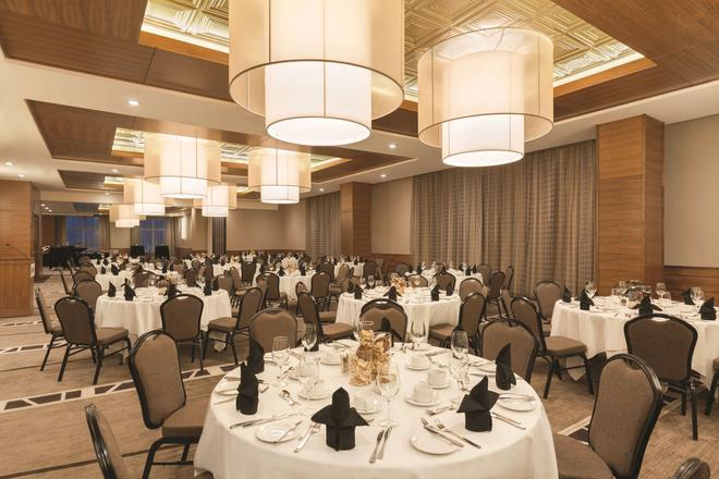 Radisson Hotel and Conference Center Calgary Arpt - Calgary - Banquet hall