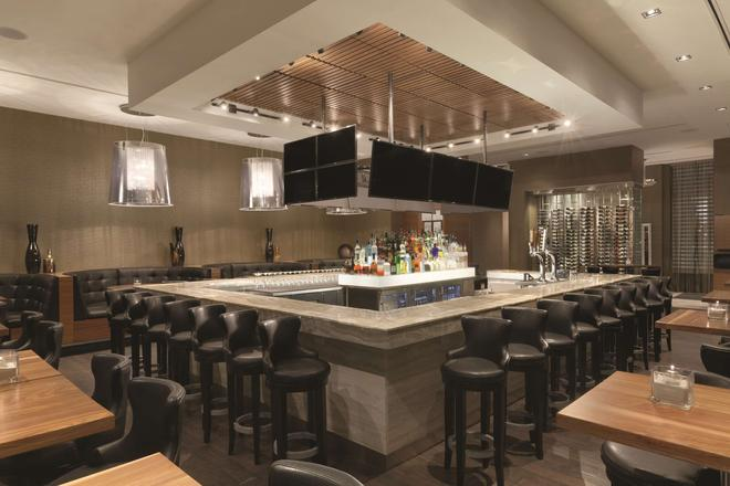 Radisson Hotel and Conference Center Calgary Arpt - Calgary - Bar