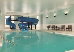 Radisson Hotel and Conference Center Calgary Arpt - Calgary - Pool