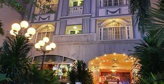 Hoang Quan Hotel - הו צ'י מין סיטי - בניין