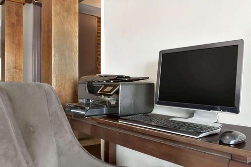 金士頓拉薩爾塔威洛奇酒店 - 金斯頓 - 商務中心