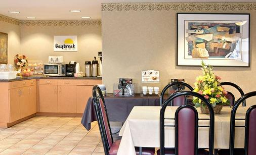 Days Inn by Wyndham Seattle South Tukwila - Tukwila - Buffet
