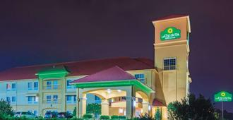 La Quinta Inn & Suites by Wyndham Tulsa Airpt / Expo Square - Tulsa - Building