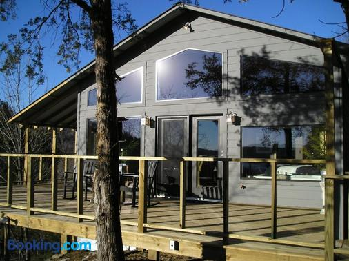 Beaver Lakefront Cabins - Couples Only Getaways - Eureka Springs - Building