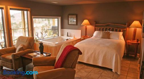 Beaver Lakefront Cabins - Couples Only Getaways - Eureka Springs - Bedroom