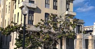 Casa Clarita y Orlando - Havana - Building