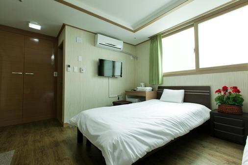 Olle Tourist Hotel - Jeju City - Makuuhuone