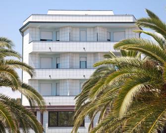 Il Timone - Porto San Giorgio - Edificio