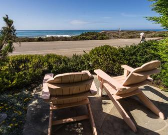 Sea Otter Inn - Cambria - Building