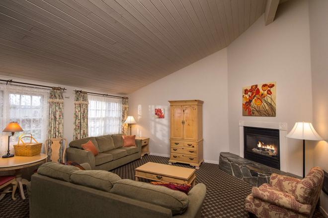 Sea Otter Inn - Cambria - Living room