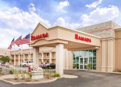 Ramada by Wyndham Hammond Hotel & Conference Center - Hammond - Building