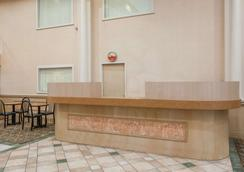 Ramada by Wyndham Hammond Hotel & Conference Center - Hammond - Lobby