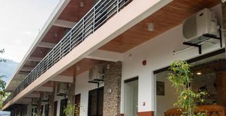 Dreamland Residences Hotel - Pueblo de Calivo - Edificio