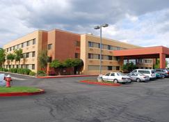 Oxford Suites Redding - Redding - Building