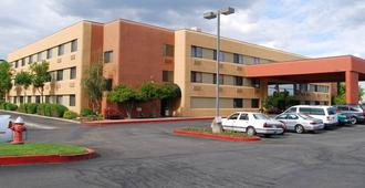 Oxford Suites Redding - Redding
