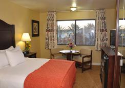 Oxford Suites Redding - Redding - Bedroom