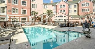 Residence Inn by Marriott Charleston Airport - North Charleston - Piscina