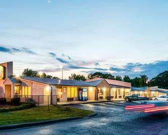Super 8 by Wyndham Monroe - Monroe - Building