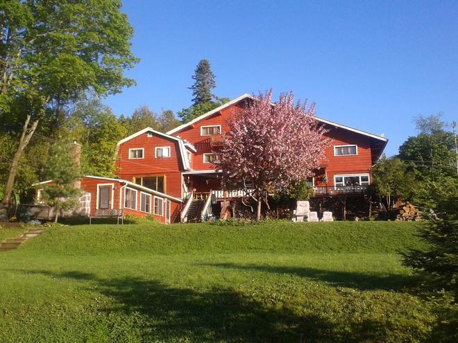 Auberge Parkers Lodge - Val-David - Building