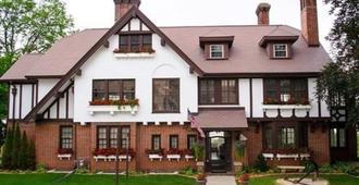 Lochnaiar Inn - Racine - Edificio