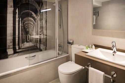 NH Madrid Zurbano - Madrid - Bathroom