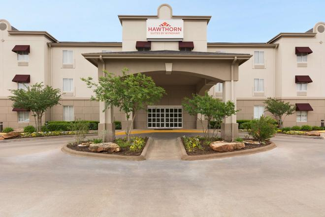 Hawthorn Suites by Wyndham College Station - College Station - Building