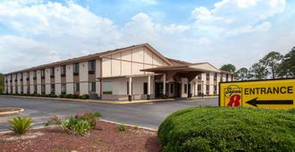 Super 8 by Wyndham Waycross GA - Waycross - Edificio