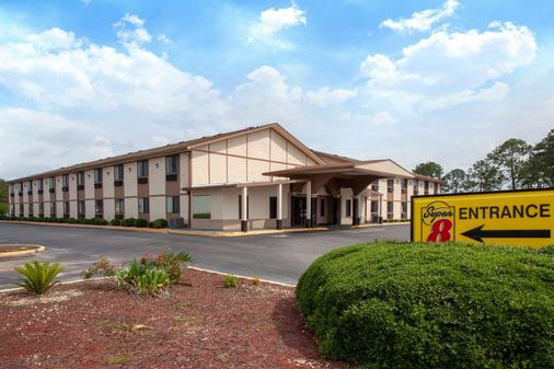 Super 8 by Wyndham Waycross GA - Waycross - Gebäude