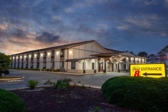Super 8 by Wyndham Waycross GA - Waycross - Building