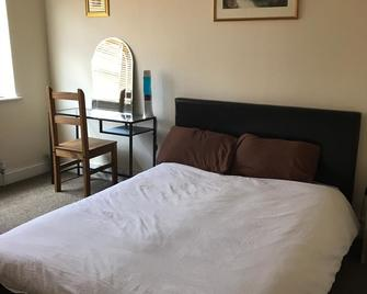 Lovely Friendly House Stay - Uxbridge - Bedroom