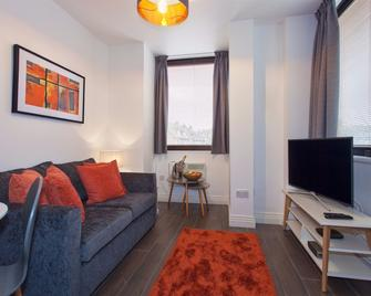Cristol Clear Living at Thornhill House - Watford - Wohnzimmer